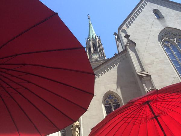 red_umbrellas_1